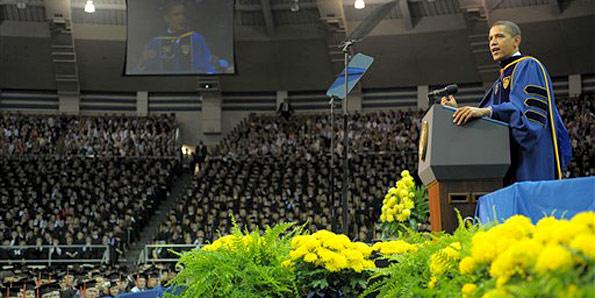Obama discursa na universidade católica de South Bend, em Indiana. (Foto: Mandel Ngan/AFP)