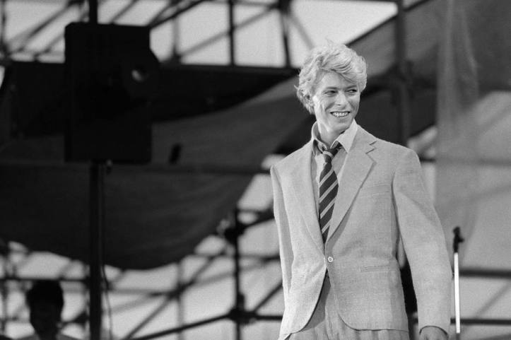 (FILES) This file photo taken on June 9, 1983 shows British singer David Bowie performing on stage at the Auteuil's Hippodrome in Paris. According to official social media accounts on January 11, 2016, British music legend David Bowie has died after a long battle with cancer. AFP PHOTO / FILES / PHILIPPE WOJAZER