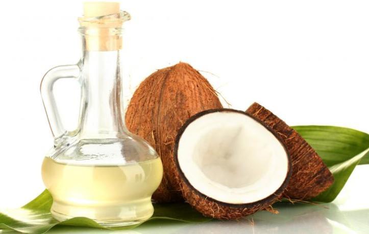 Ao contrário do que dizem as ultrapassadas associações médicas brasileiras, o óleo de coco é muito benéfico para a saúde segundo estudos internacionais